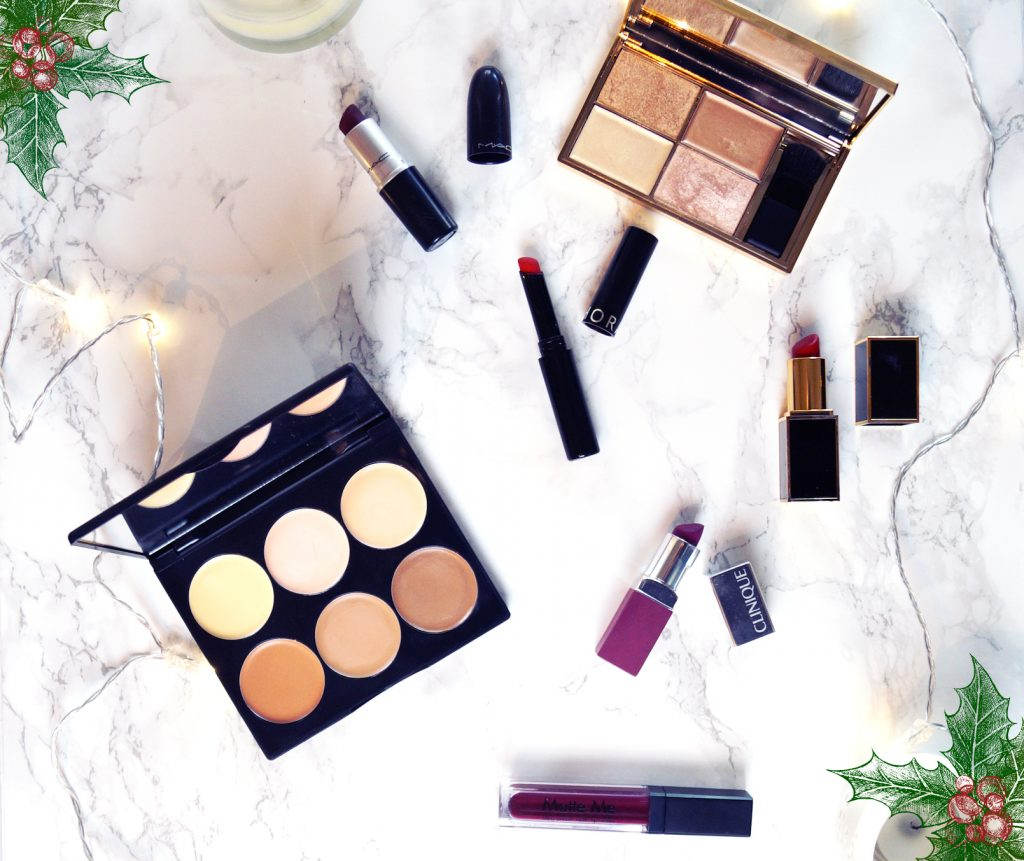 A festive Makeup Look with Red Lips and dewy Skin #Blogmas