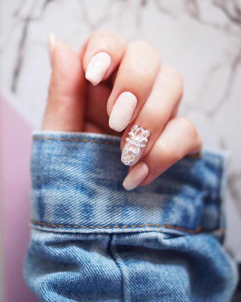 Gradient French Manicure: How To Do French Gradient Nails