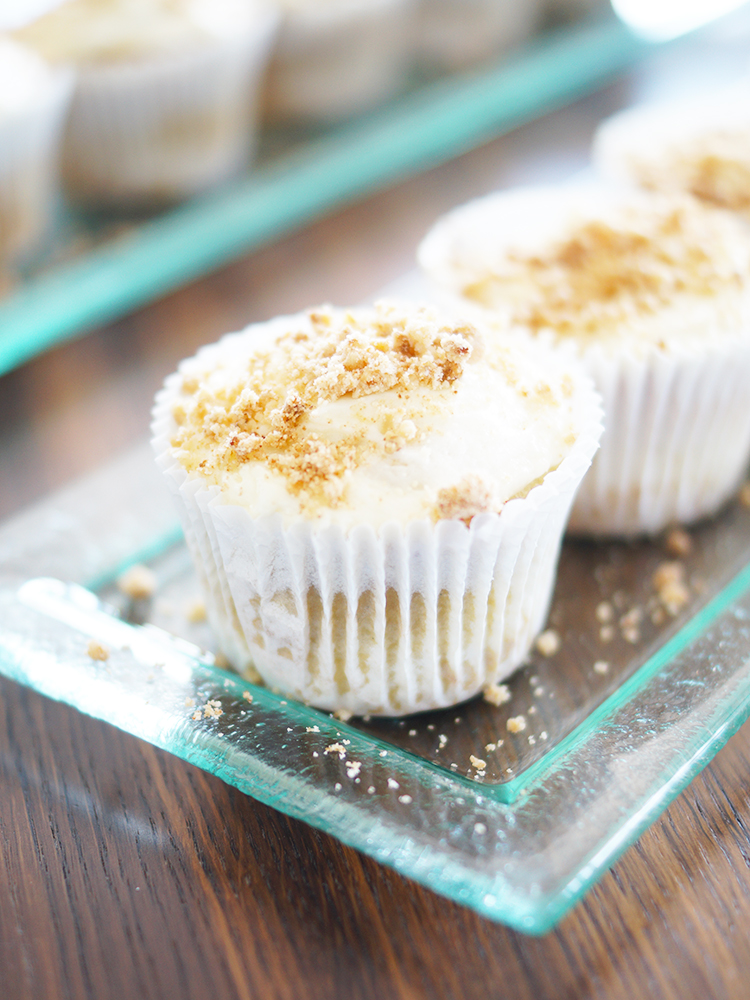 Rhubarb Cupcakes with crumbles